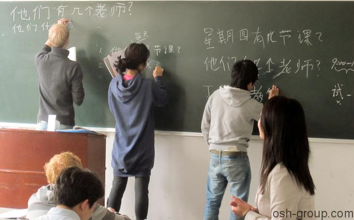 Foreign-Students-in-the-classroom
